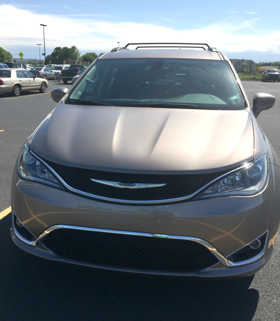 refreshing car review the chrysler pacifica minivan is a beauty. Black Bedroom Furniture Sets. Home Design Ideas